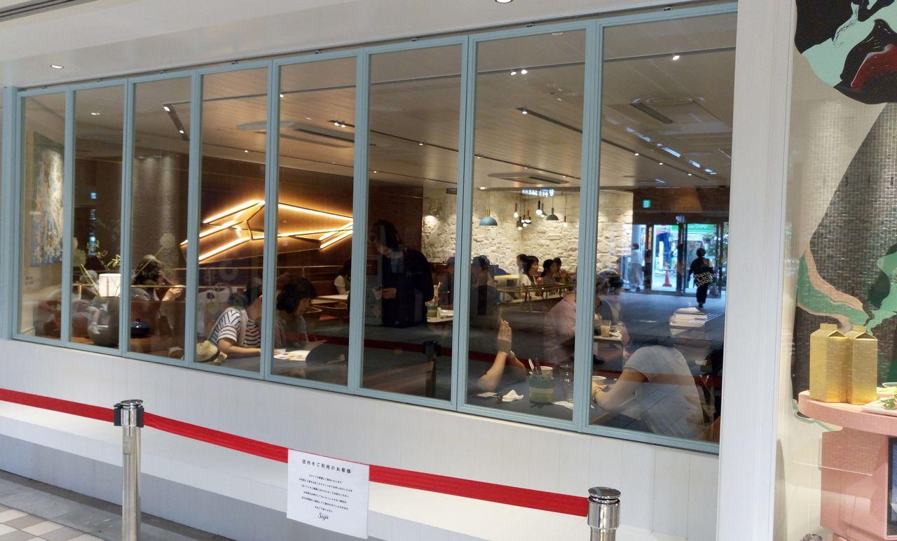 吉祥寺アトレ1階にあるSIGNはファミリー層に人気です