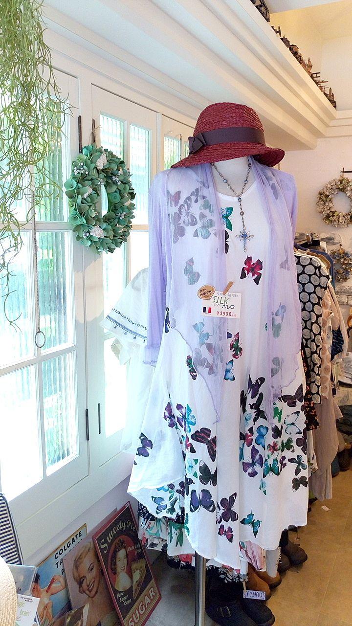 SAKURA+の店内にはお洒落な洋服が沢山