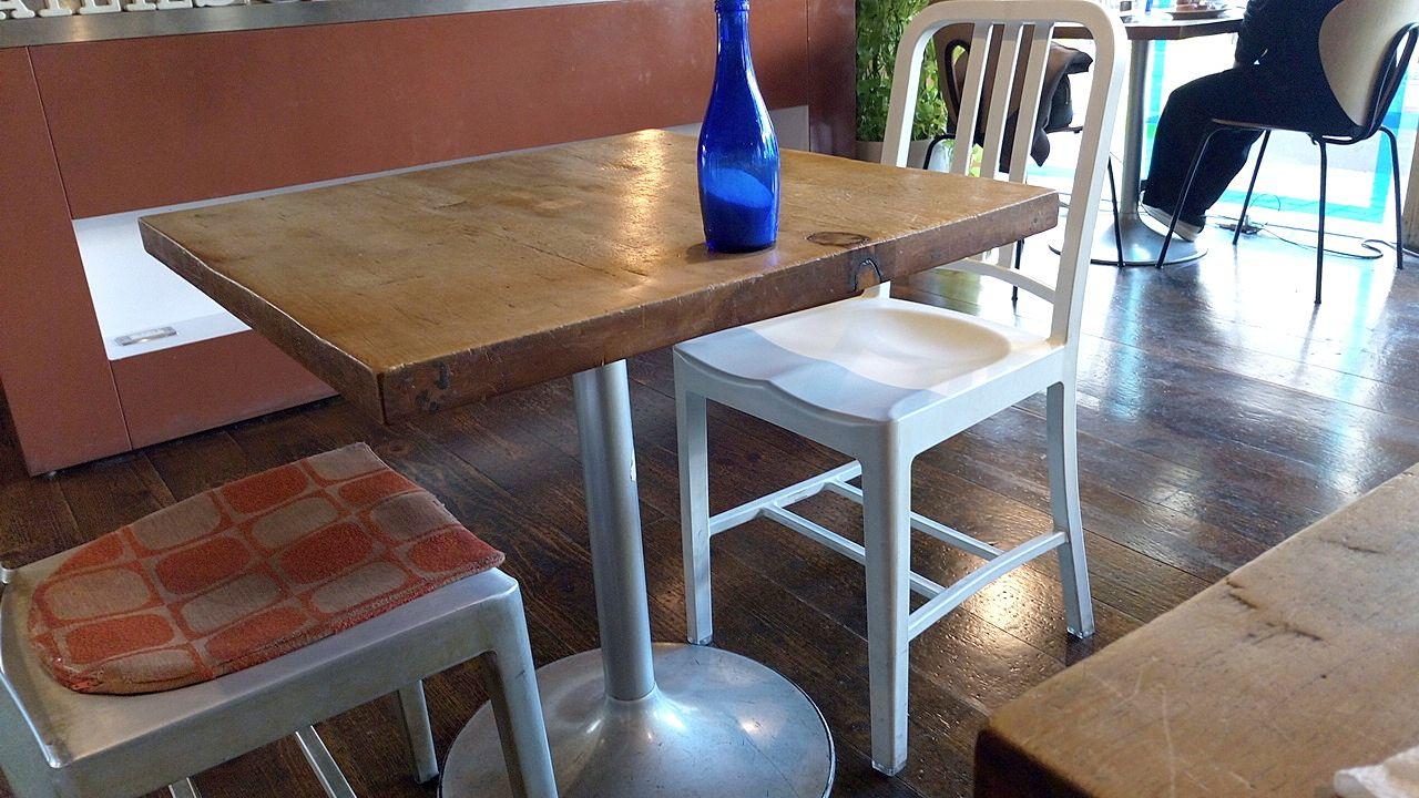 デーリーズカフェの椅子は全て個性的
