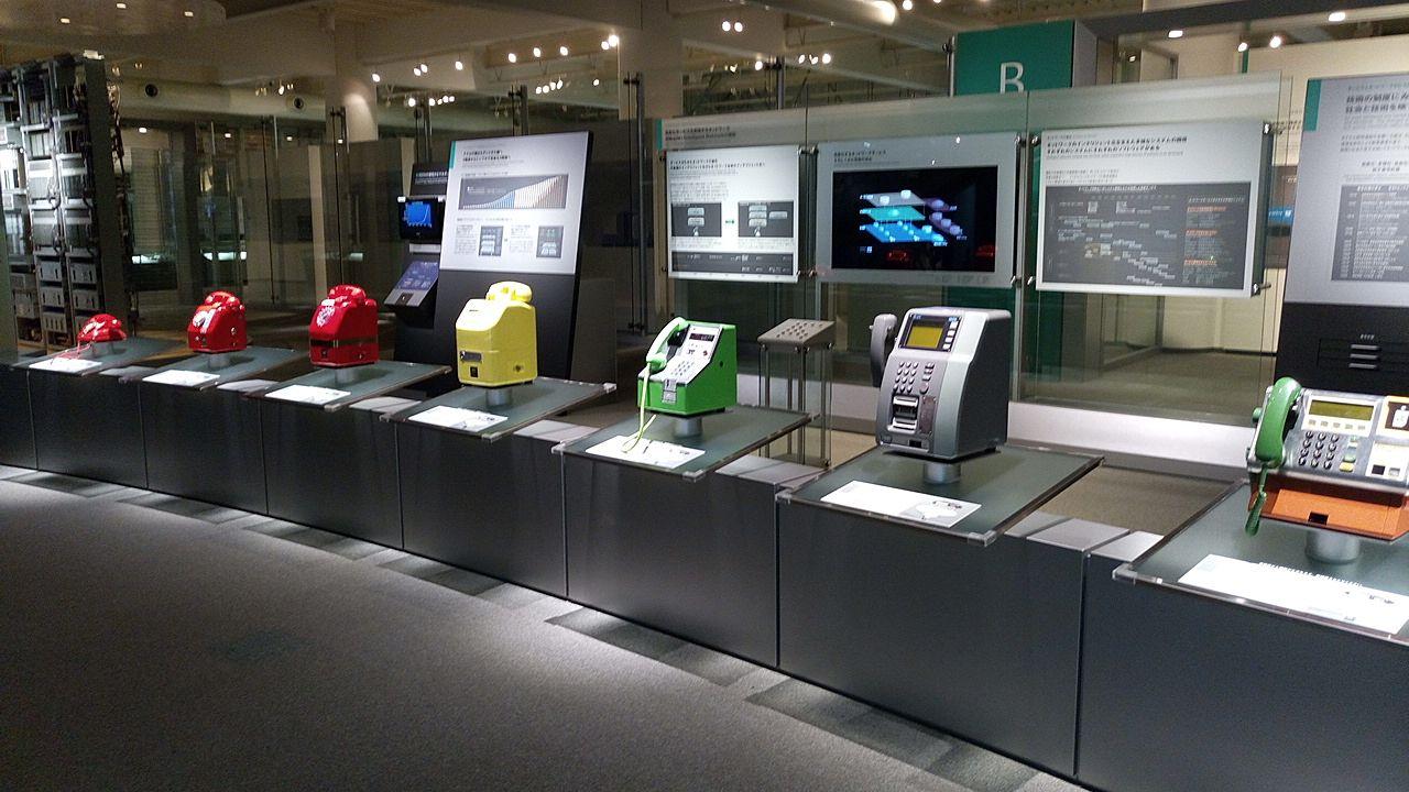 NTT技術史料館の公衆電話コーナー