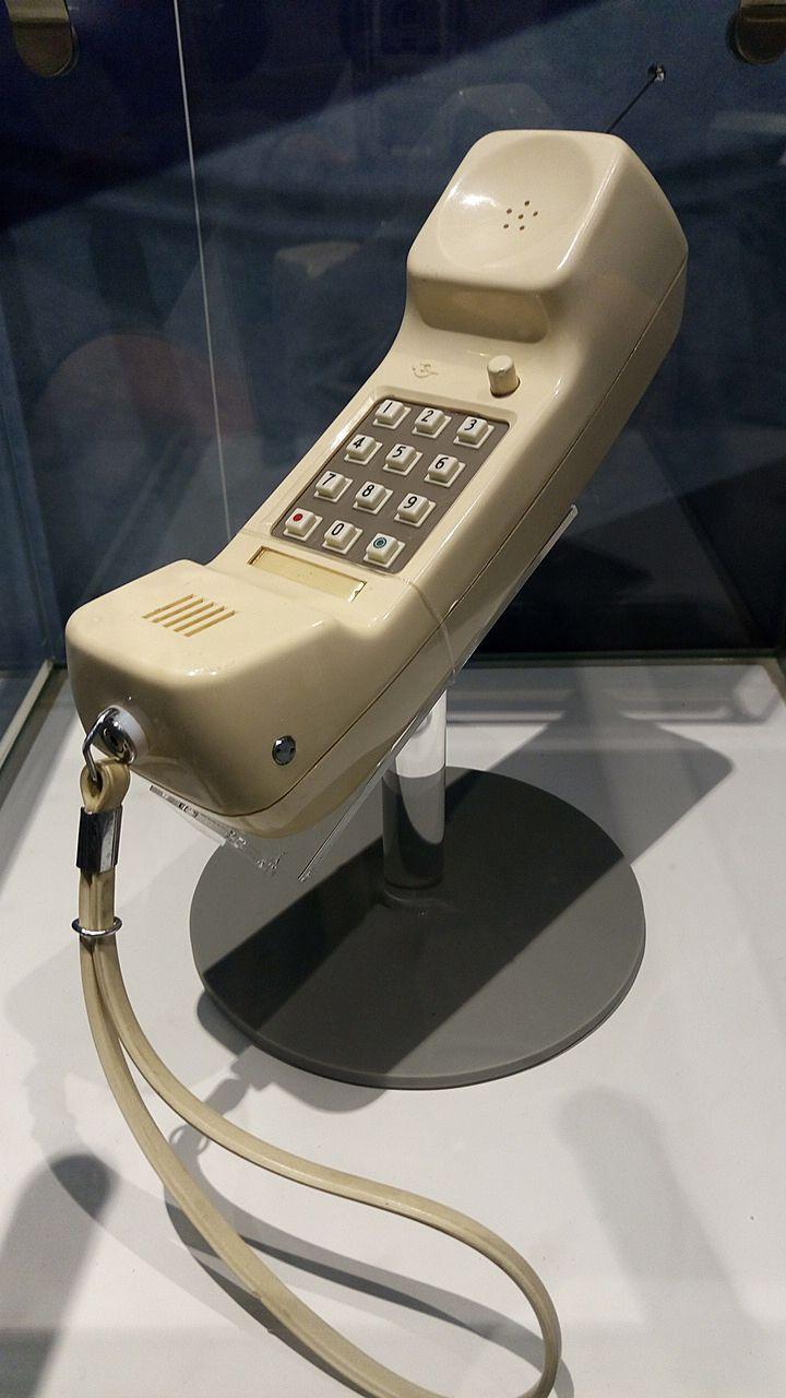 初めての携帯電話