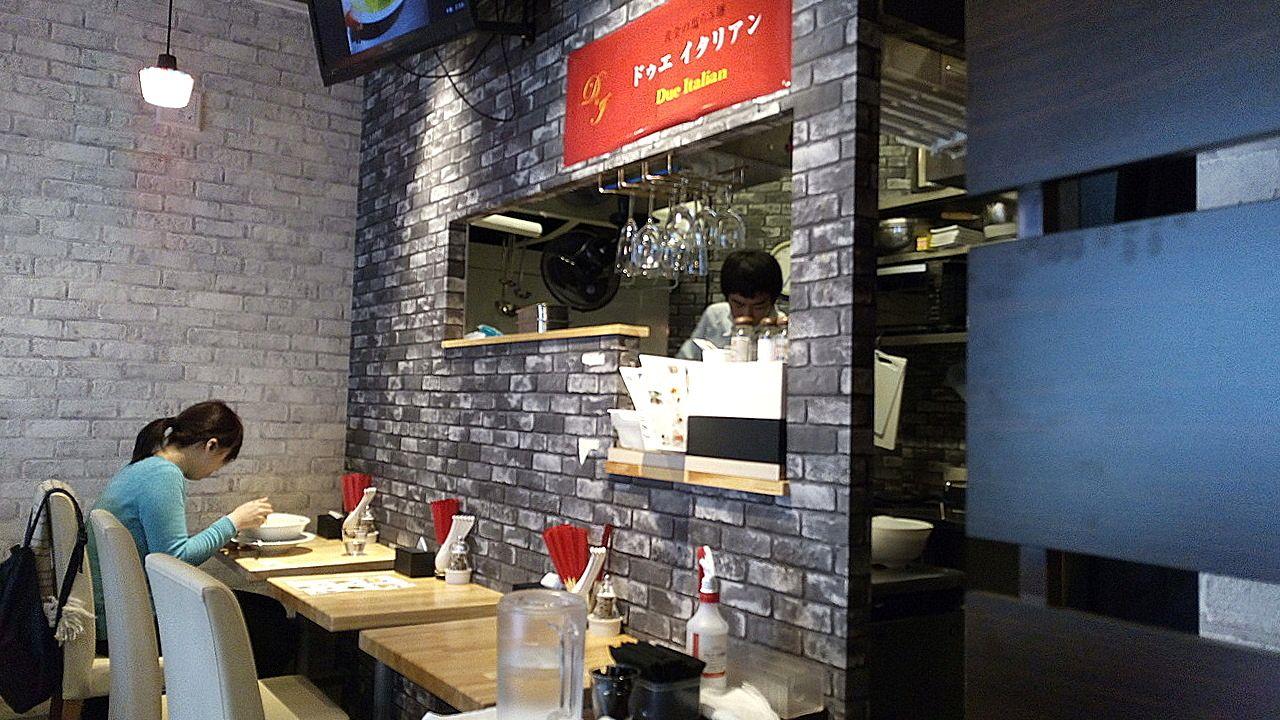 黄金の塩らぁ麺「ドウェ イタリアン」の店内
