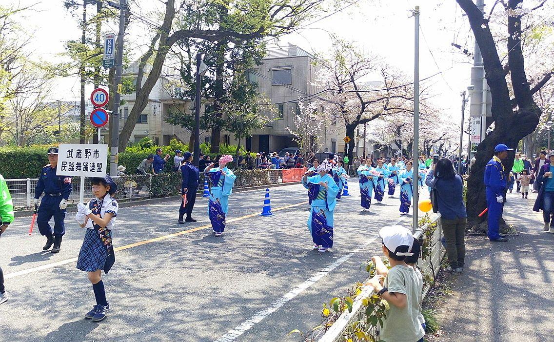 桜祭りのパレード