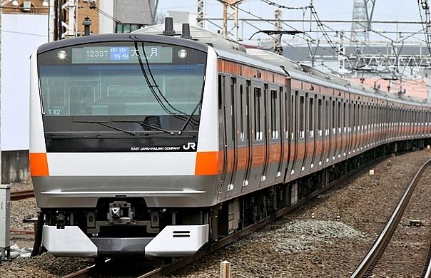 中央線130年記念イベント実施中です。オレンジの電車を楽しみましょう