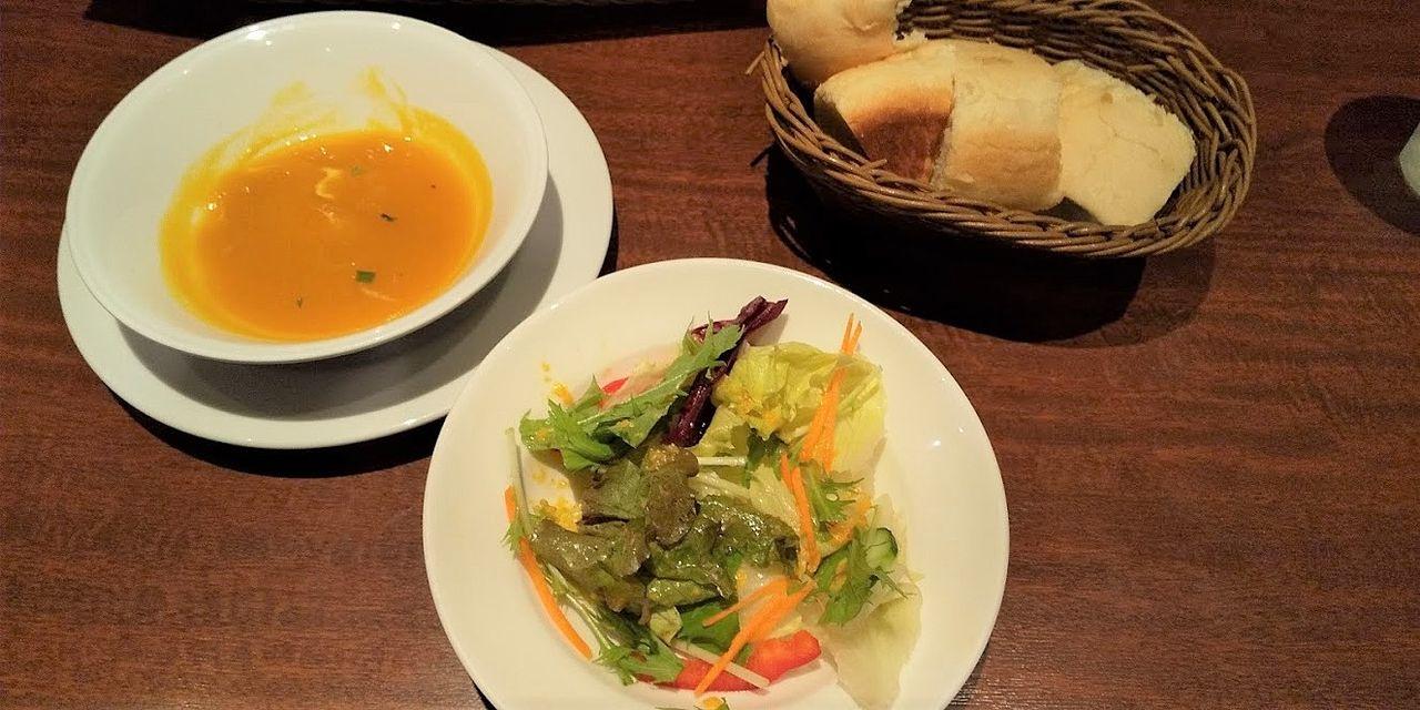 ランチメニューにつくのはスープかサラダか選びます・ラ・クレアトゥーラ