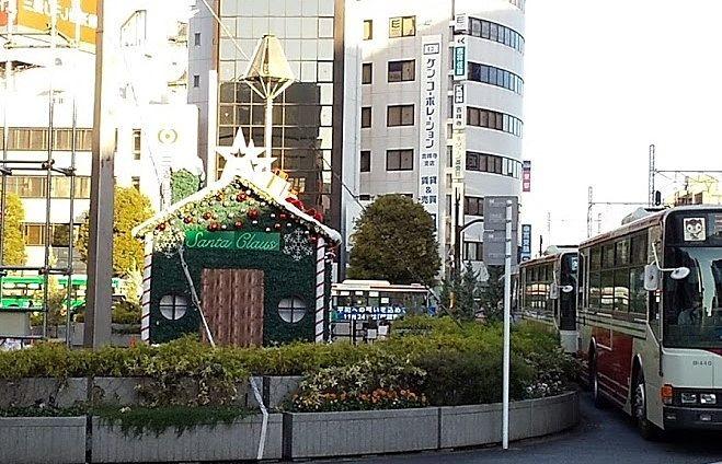 吉祥寺北口ロータリーのサンタの家