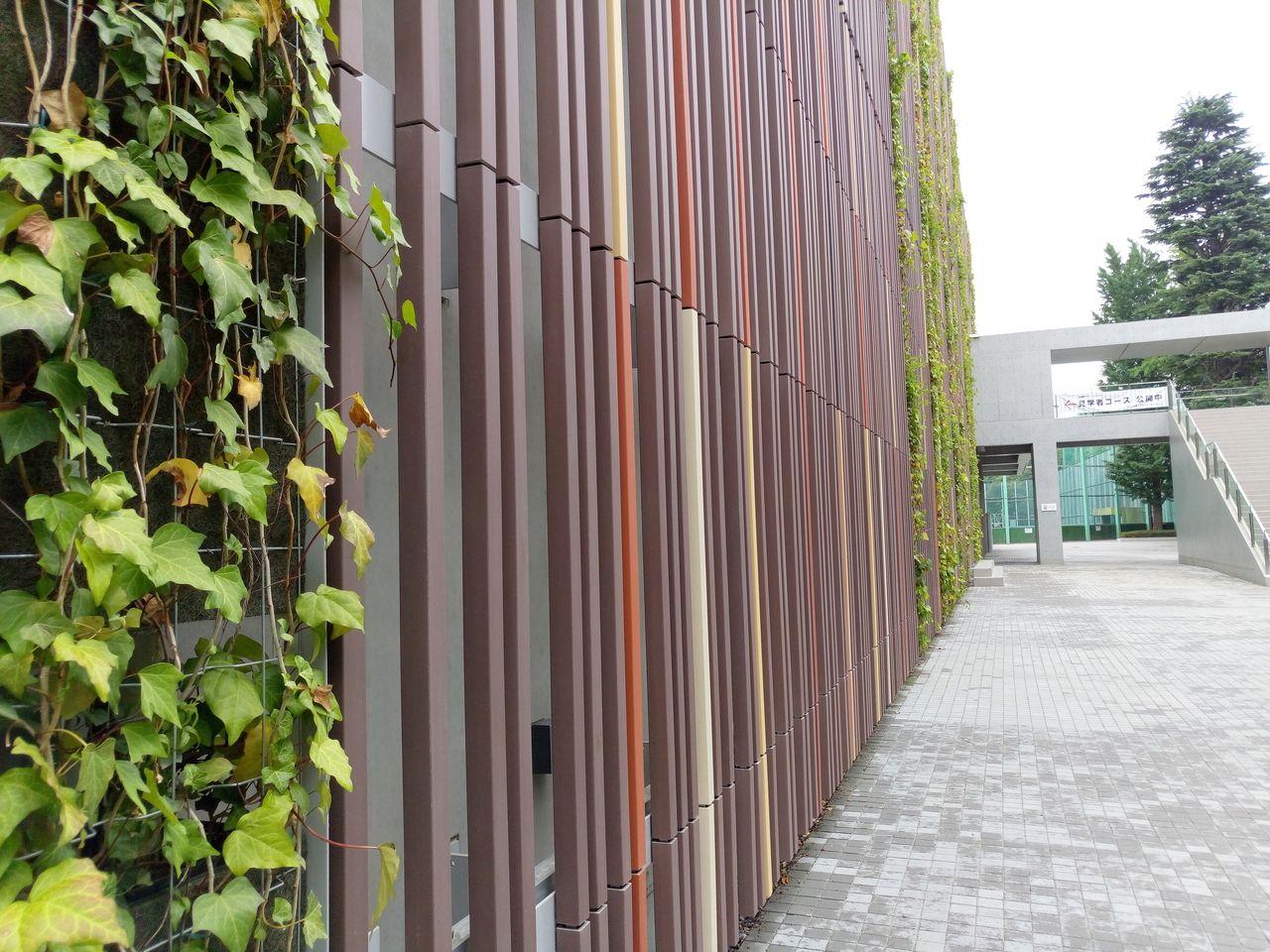 綺麗な建物で、見学もできます 周辺にはクリーン関係の建物があります