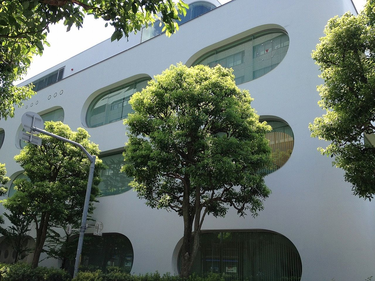 武蔵境駅前にある武蔵野プレイス。図書館だけでなく地元密着のイベントもあります