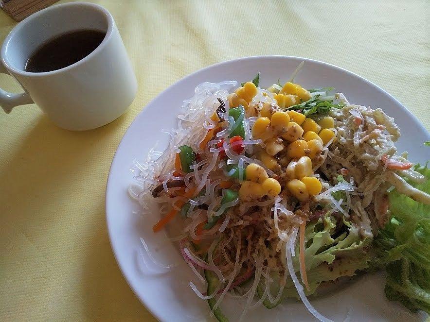 新鮮な野菜のサラダは絶品