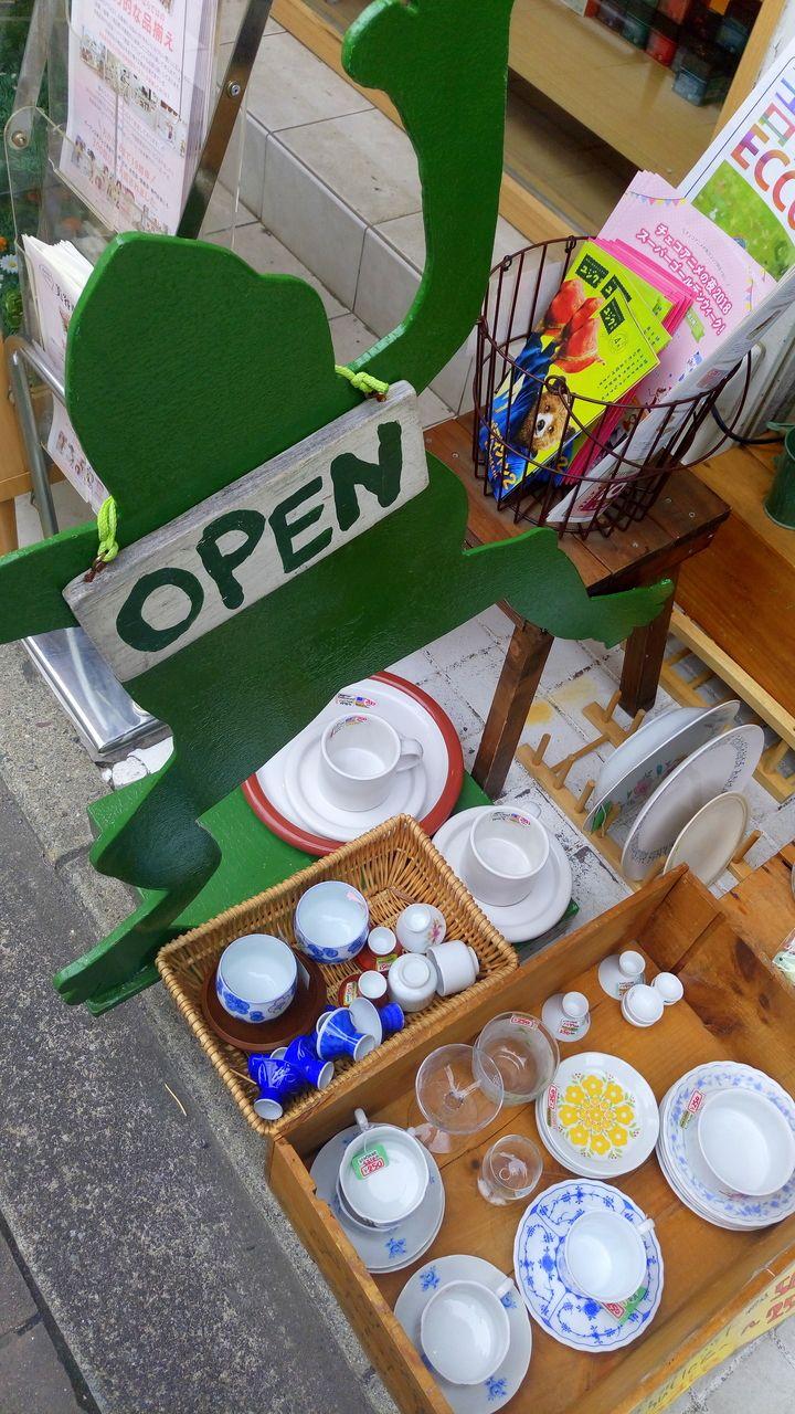小さなグラスなど100円程度からあり、懐かしいものもあります