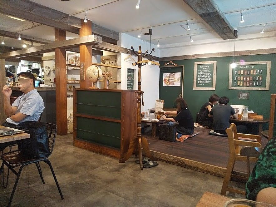 吉祥寺、侍カレーの店内は空間があります