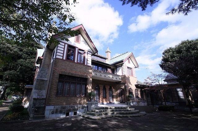 山本有三が昭和11年から21年まで家族で住んだ家が記念館になっています。