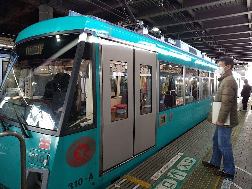 世田谷線は色々な色の電車があります