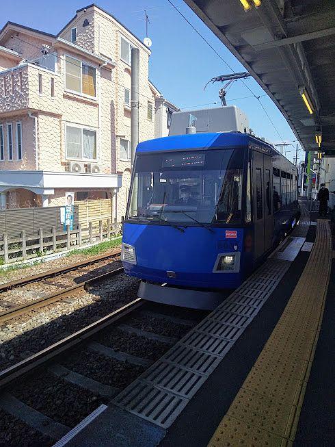 世田谷線はブルーや黄色、オレンジの電車があります
