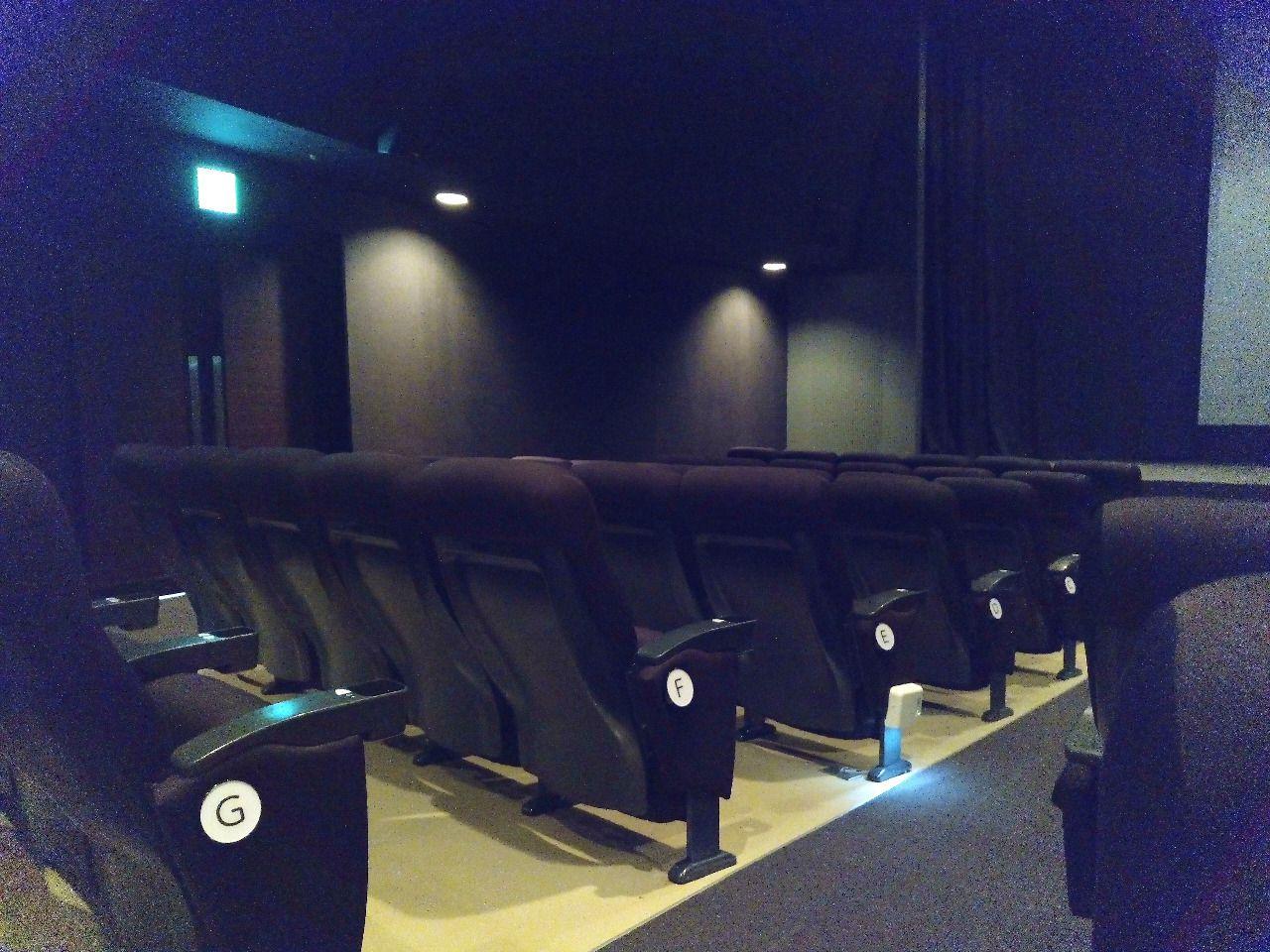 吉祥寺駅前の映画館オデオンは落ち着いた館内です