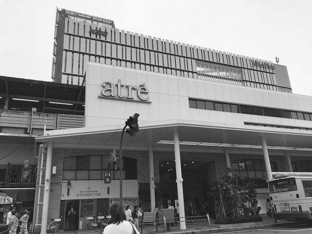 吉祥寺の駅のアトレはファッションビルとして人気です。1階は食料品があり、地元と密着した施設です