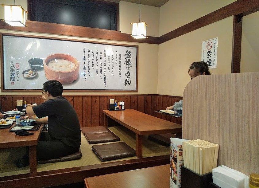 丸亀製麺、武蔵境店、テーブル席