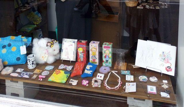 吉祥寺東急百貨店の横にある「にじ画廊」個性的な可愛らしい雑貨やアクセサリーが揃います