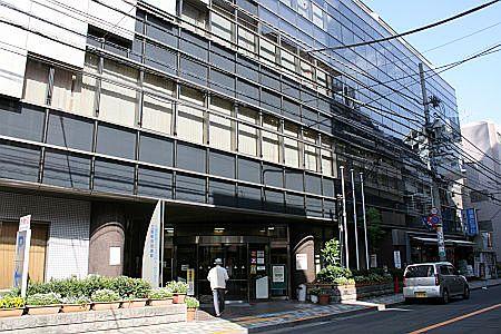 三鷹駅前図書館