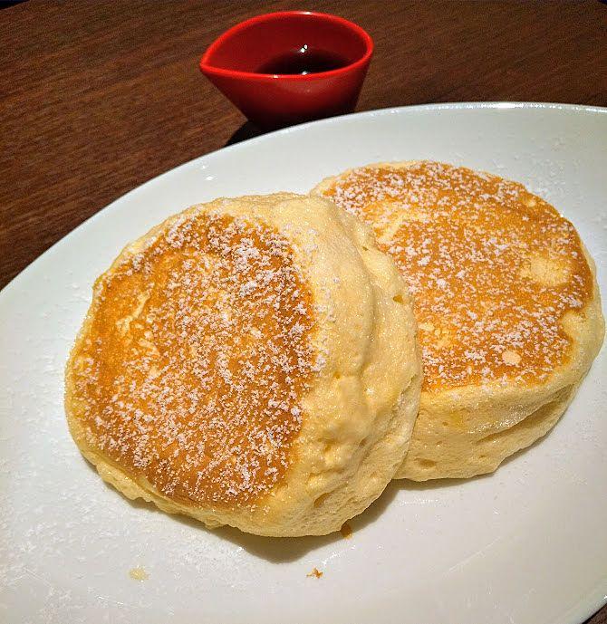 定番のパンケーキはメイプルシロップ付き638円