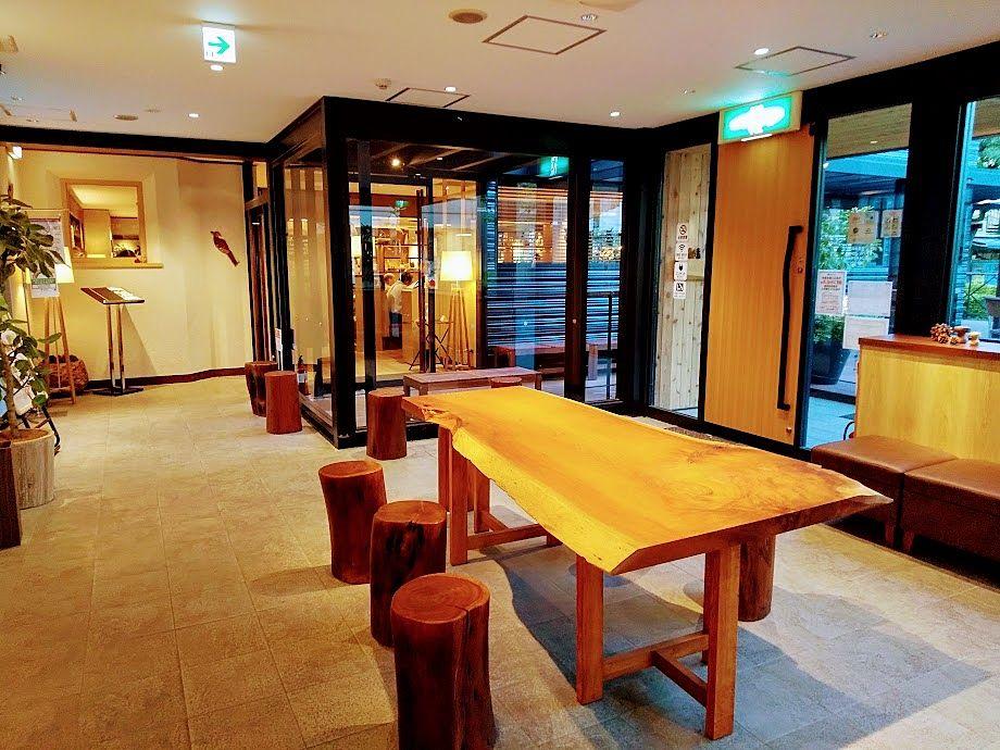 むさしの森珈琲武蔵野西久保店待合室