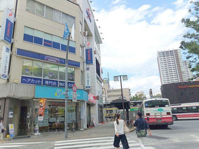 三鷹駅南口徒歩1分にQBカットがあります