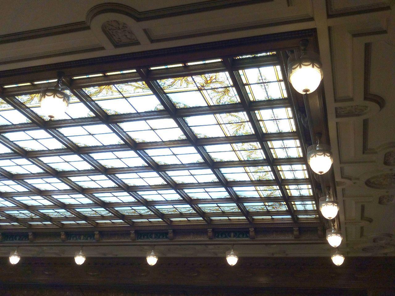 参議院本会議場のステンドグラス